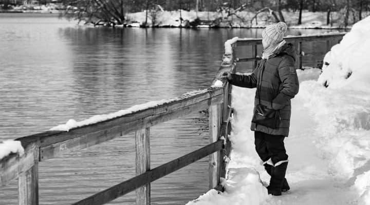 Mulher depressiva no inverno